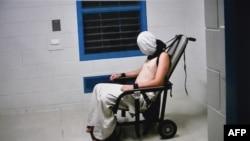 Gambar dari video yang ditayangkan Australian Broadcasting Corporation's (ABC) menunjukkan anak laki-laki yang dipasung ke kursi.