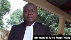 L'avocat de Camrail, Maître Zangue prend acte des résultats de l'enquête, le 15 mai 2017. (VOA/Emmanuel Jules Ntap)
