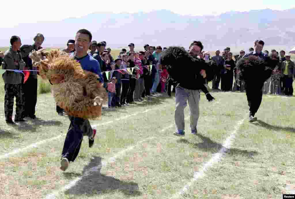 جلا وطنی کی زندگی بسر کرنے والے ایغور برادری کے رہنما نے اس سلسلے میں غیر جانبدارانہ تحقیقات کا مطالبہ کیا ہے۔