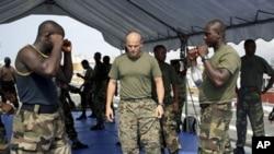 Fenómeno crescente da pirataria e do contrabando obriga os países do Golfo da Guiné a levar a cabo operações de carácter preventivo com exercícios conjuntos das respectivas marinhas