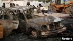 Carro destruido por uma bomba, na Somália (foto de arquivo)