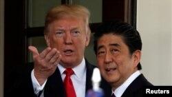 지난 6월 도널드 트럼프 미국 대통령(왼쪽)이 워싱턴 백악관에서 정상회담을 위해 도착한 아베 신조 일본 총리를 환영하고 있다.