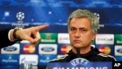 L'entraineur de Chelsea Jose Mourinholors d'une conférence de presse à Stamford Bridge, Londre, lundi, 17 mars, 2014. (AP Photo/Sang Tan)