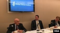全球台湾研究所专家讨论美国新总统与战略模糊政策 (美国之音钟辰芳拍摄)