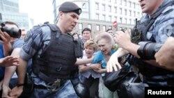 Задержания на марше в поддержку Голунова в Москве