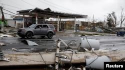 Instalasi listrik di Guayama, Puerto Rico terlihat porak poranda pasca hantaman Badai Maria yang melanda kawasan tersebut, 20 September 2017. (REUTERS/Carlos Garcia Rawlins).