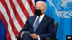 លោកប្រធានាធិបតី Joe Biden ជួបជាមួយអគ្គលេខាធិការអង្គការសហប្រជាជាតិលោក Antonio Guterres (មិនមាននៅក្នុងរូបនេះ) នៅសណ្ឋាគារ Intercontinental Barclay ក្នុងអំឡុងមហាសន្និបាតអង្គការសហប្រជាជាតិ នៅថ្ងៃទី២០ ខែកញ្ញា ឆ្នាំ២០២១ នៅទីក្រុងញូវយ៉ក។