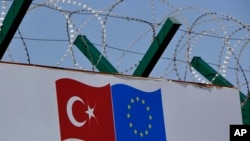 Deportacioni centar za migrante u Turskoj obavijen bodljikavom žicom