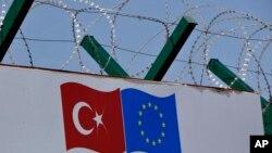 ترکیه اروپایي ټولنې ته د مهاجرینو د تگ د مخنیوي په بدل کې ترکانو ته له دې ټولنې نه د آزاد سفر کولو امتیاز غواړي