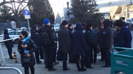 高瑜案二审北京高院宣判,现场周围高度戒备。(美国之音叶兵拍摄)
