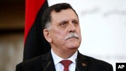 Fayez Sarraj, le Premier ministre libyen après la signature d'un accord parrainé par l'ONU visant à mettre fin au conflit libyen le 17 décembre 2015 à Sikhrat au Maroc. (AP Photo / Abdeljalil Bounhar)