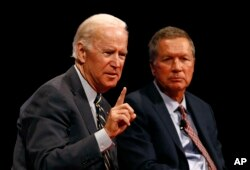 Former Vice President Joe Biden, left, and Ohio Gov. John Kasich participate in a discussion on bridging political and partisan divides at the University of Delaware, Newark, Del., Oct. 17, 2017.