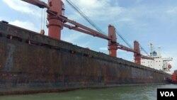인도네시아에 억류된 북한 선박 '와이즈 어네스트' 호.
