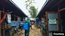 ဧၿပီလ ၂၉ ရက္ေန႔တုန္းက ကခ်င္ျပည္နယ္ စစ္ေရွာင္ camp မ်ားတြင္ ဗန္းေမာ္လူငယ္အဖြဲ႔မွ ေဆးျဖန္းစဥ္ (ဓါတ္ပံု - Manmaw Buga Hpung Ramma facebook)