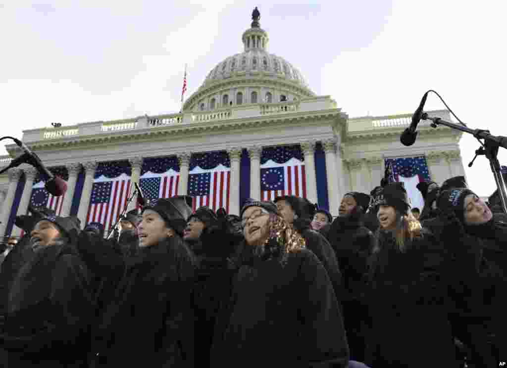 Members of the Lee University Festival Choir and PS 22 Chorus perform before the ceremonial swearing-in of President Barack Obama at the U.S. Capitol during the 57th Presidential Inauguration, Jan. 21, 2013.