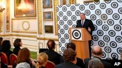 مایک پمپئو در جریان سخنرانی در مرکز مطالعات سیاستگذاری در لندن