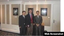 Từ trái: Luật sư Nguyễn văn Đài, Phó Giám đốc tổ chức Ân xá Quốc tế Frank Jannuzi, và Bác sĩ Phạm Hồng Sơn