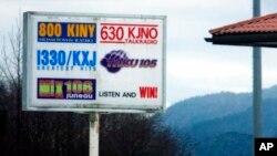 Una pareja de australianos son los primros extranjeros en ser propietarios totales de estaciones de radio en EE.UU.
