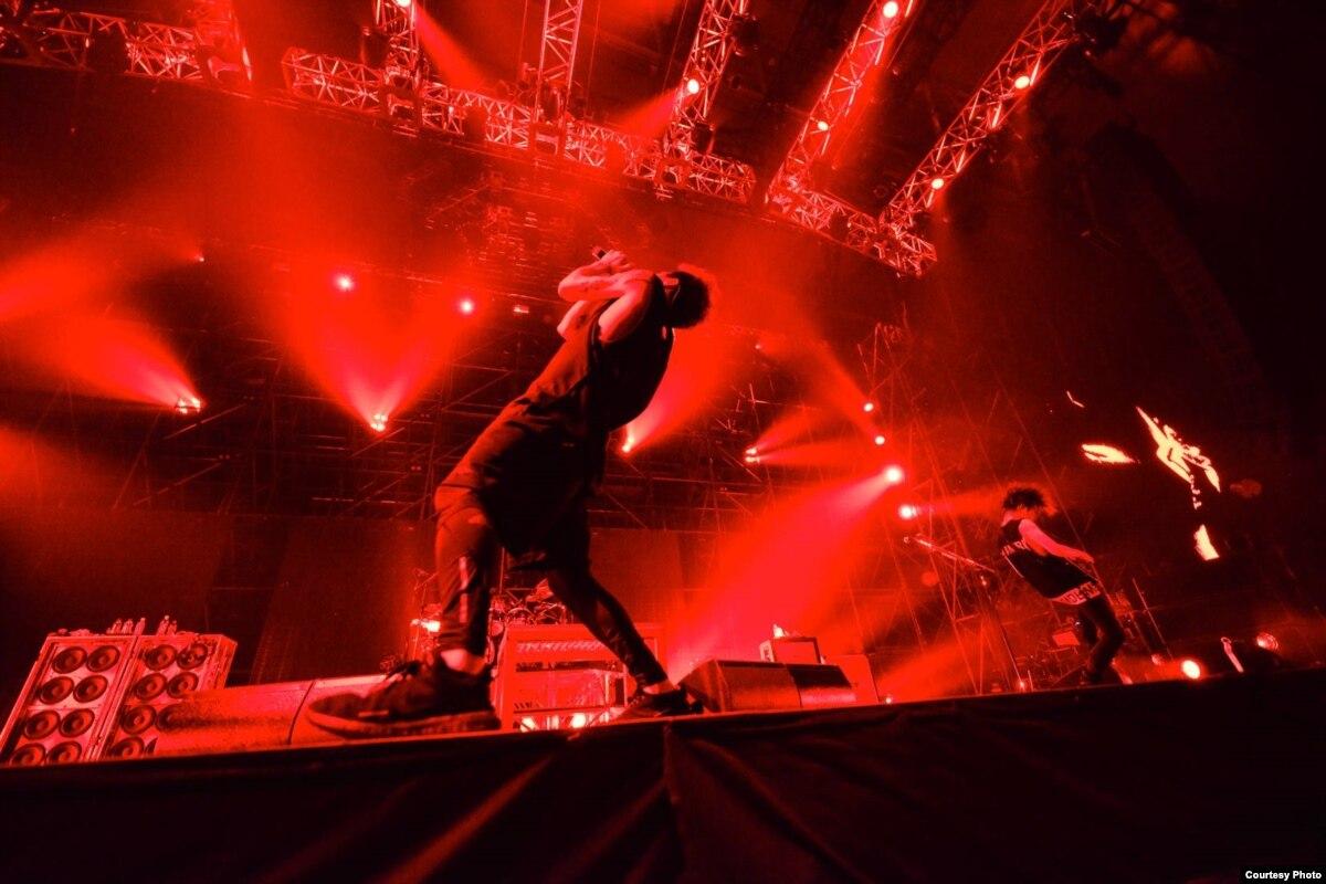 Japanese Rock Band Goes English