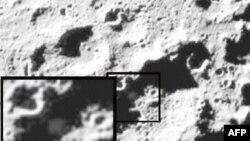 Snimak oblaka prašine i kamenja koji se podigao na mestu udara rakete o mesečevo tlo, 9. oktobra 2009.