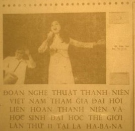 Ái Vân hát ở Havana. Hình từ báo Nhân Dân (ảnh Bùi Văn Phú)