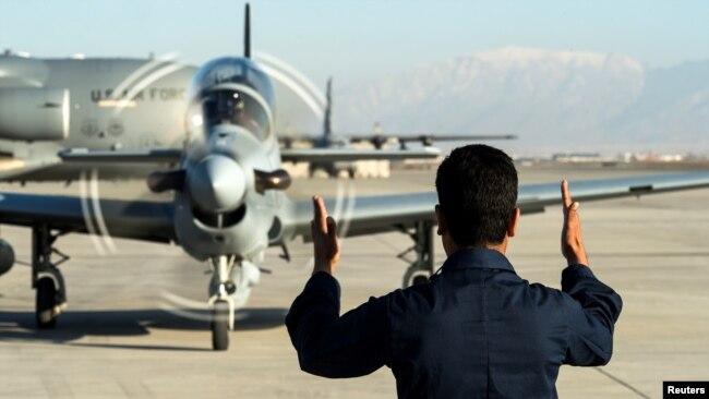 افغان ایئر فورس کی تیکنیکی معاونت اور تربیت امریکی فوج کی زیرِ نگرانی ہوئی۔