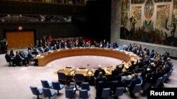 지난 8일 뉴욕 유엔본부에서 열린 안전보장이사회 회의에서 이사국 대표들이 표결하고 있다. (자료사진)