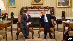 美國總統奧巴馬(右 )在白宮會晤約旦國王阿卜杜拉(左),奧巴馬承諾將美國每年對約旦的援助增加到10億美元,打擊伊斯蘭國。