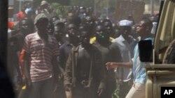 Des Burkinabè manifestent le 28 octobre 2014