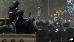 Des policiers burkinabè
