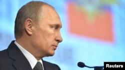 4일 러시아 푸틴 대통령이 모스크바에서 열린 내무장관에서 발언하고 있다.