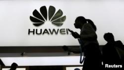 Bắc Kinh bị Mỹ cáo buộc sử dụng thiết bị của Huawei để do thám.