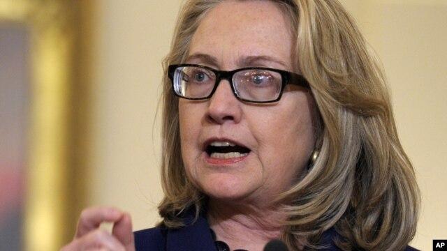 Ngoại trưởng Clinton nói chính phủ Obama ủng hộ sáng kiến của Tây Phi trong khi làm việc với các lân quốc khác của Mali.
