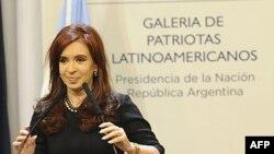 İkinci kez seçilen Cumhurbaşkanı Cristina Fernandez de Kirchner yeni döneme ekonomik tedbirlerle başladı