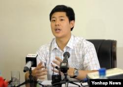 지난달 25일 미국 뉴욕대 학생인 한국 국적 대학생 주원문씨가 평양에서 내외신 기자회견을 하고 있다.