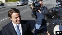 Bivši senator i predsednički kandidat Džon Edvards ispred zgrade saveznog suda u Grinzborou u Severnoj Karolini, 12. aprila 2012.