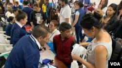 Jornada Integral de la Cruz Roja para atender a desplazados y migrantes venezolanos en Lisboa, Suba, Bogotá.