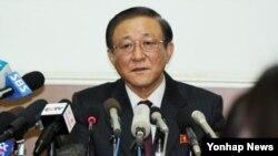 지재룡 주중 북한대사가 29일 베이징 주재 북한대사관에서 중국 및 외신 언론을 초청해 기자회견을 하고 있다.