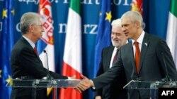 Predsednik Srbije Boris Tadić i premijeri Srbije i Italije Mirko Cvetković i Mario Monti na konferenciji za novinare
