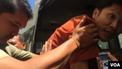 A Cambodian prison authority pushed Ny Sokha, Adhoc's head of monitoring, into a car after the appeal court had announced its verdict on Friday September 02, 2016. (Kann Veichika/VOA Khmer)