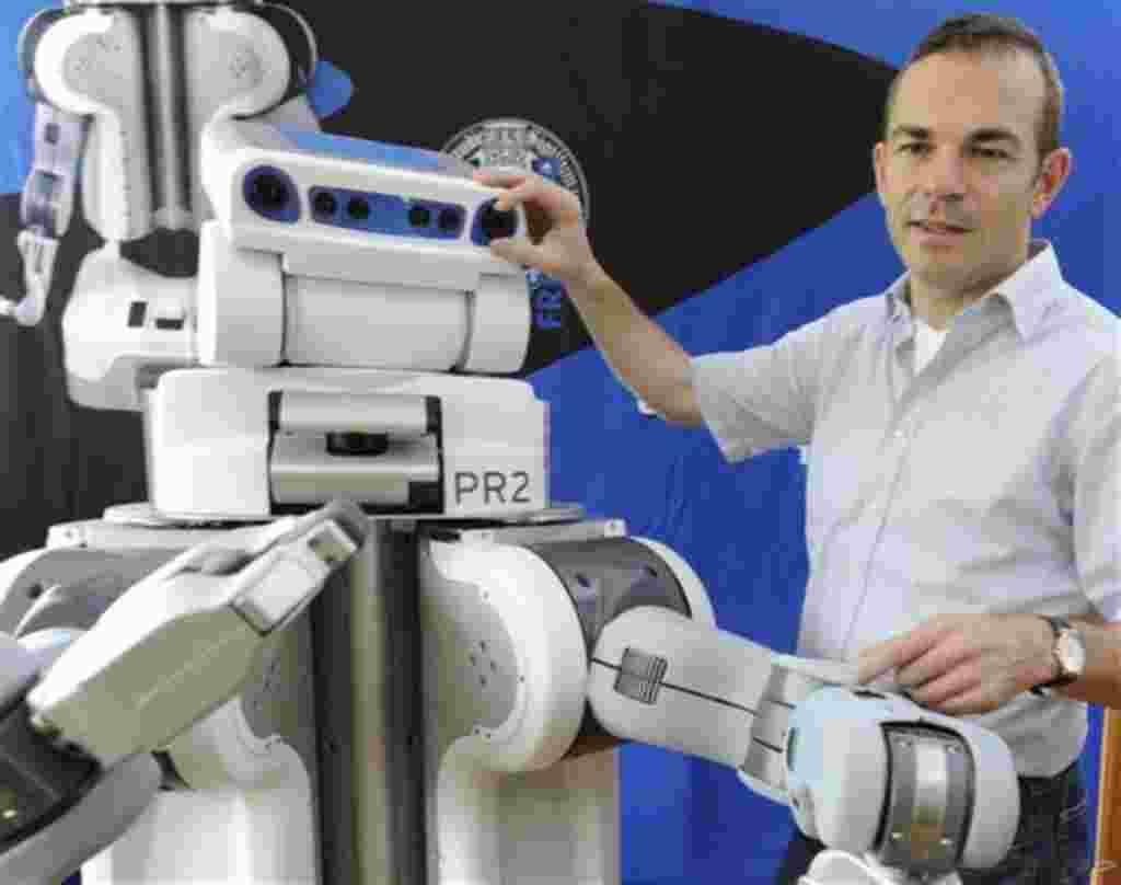 """Martin Riedmiller del Instituto de ciencias de la computación en la Universidad de Friburgo, Marvin, presenta un robot del tipo PR 2. El proyecto tiene una duración de dos años para diseñar el """"robot ordenado"""". Al igual que con Linux, el código de fuente"""