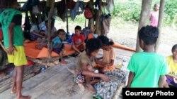 Kondisi sebagian anggota suku Mausu Ane yang dijangkau tim Kementerian Sosial RI, 26 Juli 2018. (Foto: Kemensos RI).