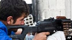 تصویر آرشیوی از یک نیروی گروه کردی یگان مدافعان خلق در سوریه