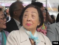 现年92岁的陈莲花阿嫲(美国之音张永泰拍摄)