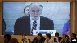 ທ່ານ Paulo Pinheiro ນັກການທູດຊາວບຣາຊີລ ລາຍງານຕໍ່ ສະພາສິດທິມະນຸດຂອງອົງການສະຫະປະຊາຊາດ ທີ່ນະຄອນເຈນີວາ ກ່ຽວກັບສະຖານນະການໃນຊີເຣຍ, ວັນທີ 17 ກັນຍາ 2012.