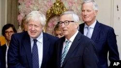 Boris Johnson e Jean-Claude Juncker fizeram o anúncio nas redes socais