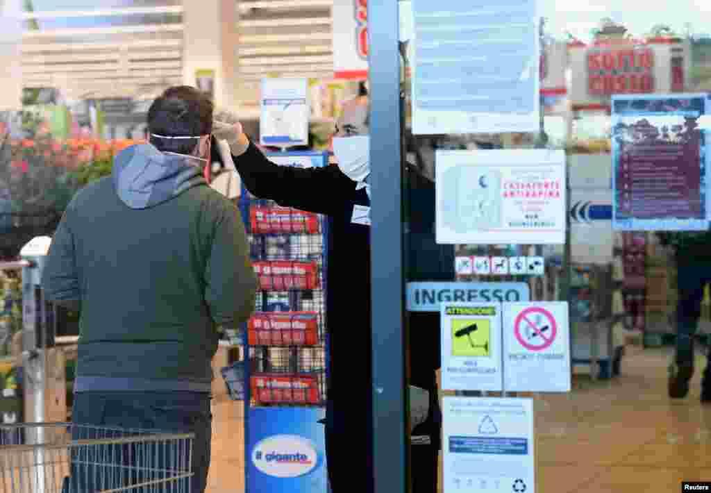 وائرس کے پھیلاؤ سے بچنے کے لیے ہر ممکن احتیاطی تدابیر اختیار کی جا رہی ہیں حتیٰ کہ دکانوں اور مارکیٹس میں داخلے سے پہلے لوگوں کا جسمانی درجہ حرارت چیک کیا جاتا ہے۔