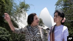 Burma pro-democracy leader Aung San Suu Kyi, right, poses with New South Wales state governor Marie Bashir at Government House in Sydney, Wednesday, Nov. 27, 2013.