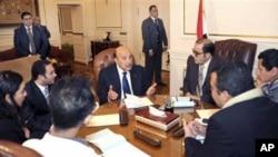 埃及副总统苏莱曼和反对派系举行会谈