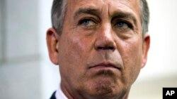 Các cuộc thăm dò cho thấy ngày càng có nhiều người Mỹ đổ lỗi cho Đảng Cộng hòa về việc chính phủ đóng cửa. Trong những ngày gần đây, mọi sự chú ý phần lớn dồn vào Dân biểu John Boehner, lãnh tụ phe Cộng hòa đa số ở Hạ viện.